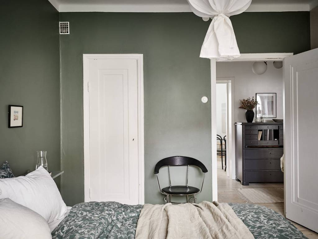 Bedroom with a deep green wall
