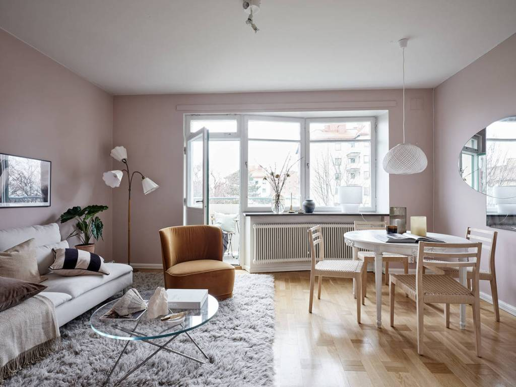 Home in nude pink