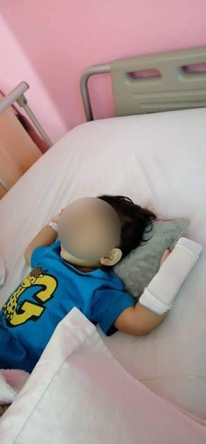 A paralyzed Ira is lying in bed.  Photo: Pokleh