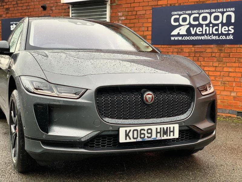 Jaguar i-Pace ready to go out to a customer today in London!  Yes! We offer Electric cars on Short Term Cars Lease's including the Audi E-Tron, the Mercedes RQC and the Renault Zoe.  A great way to try before you buy!