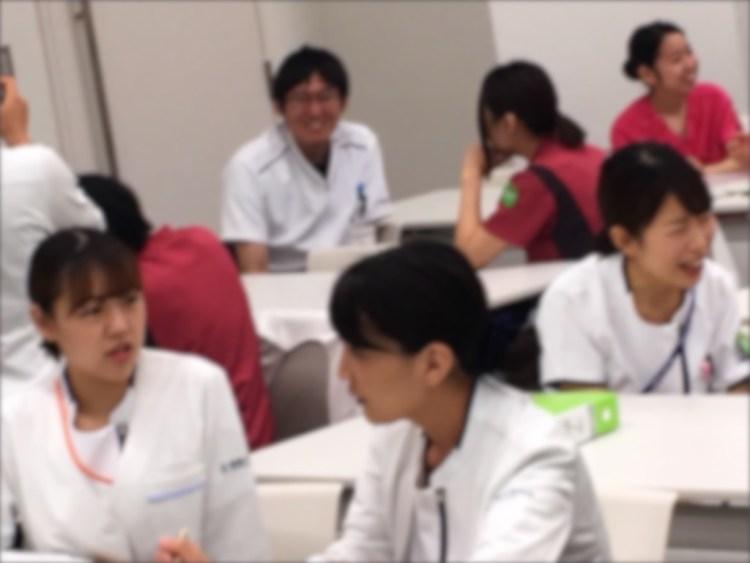 笑顔はじける新人看護師研修の様子