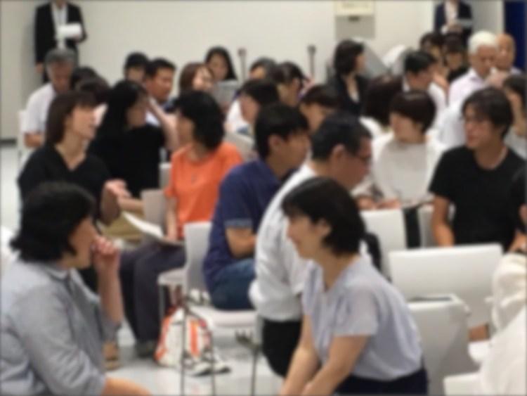 笑顔いっぱいの家庭教育講演会の様子