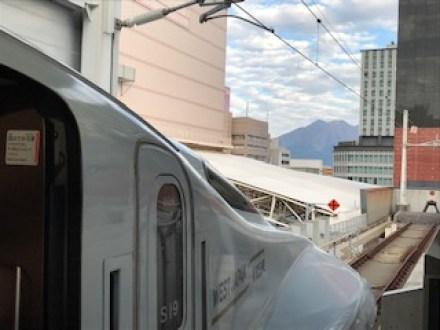 鹿児島中央駅から望む桜島の写真