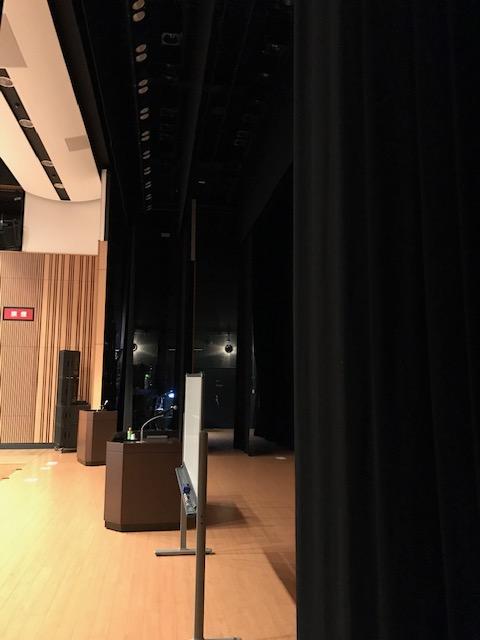 舞台袖の写真