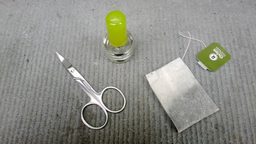 Ouch! Comment réparer un ongle cassé. (3/5)
