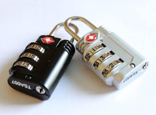 ドミトリーでは荷物に鍵をかける