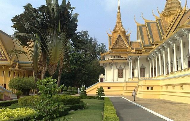 カンボジアの首都プノンペン旅行-アクセスと楽しみ方