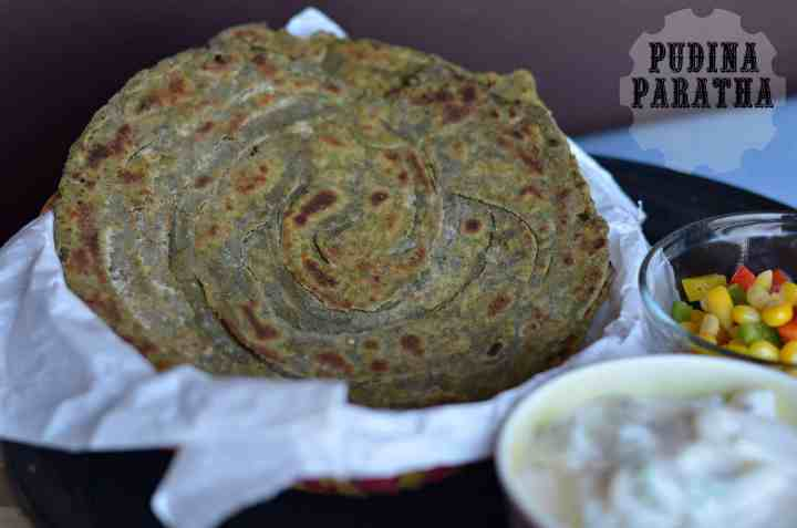 pudina laccha paratha is served with curd