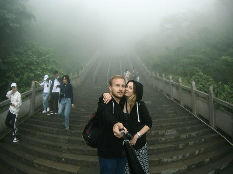 Gdzieś tam za nami jest charakterystyczny otwór góry Tianmen