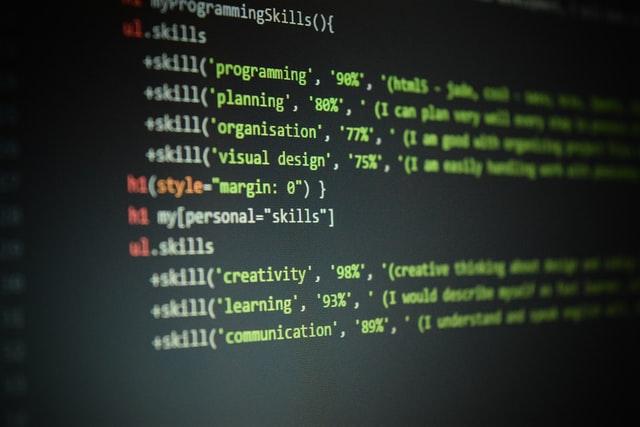 les compétences d'un développeur - Photo by Branko Stancevic on Unsplash