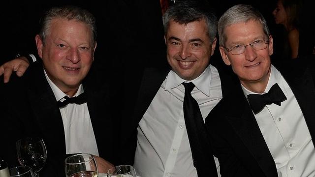 Al Gore, Eddy Cue y Tim Cook en los Grammys 2015