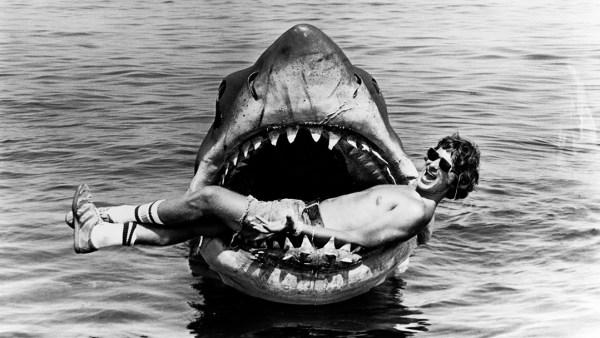 Steven Spielberg en el ser de Tiburón.
