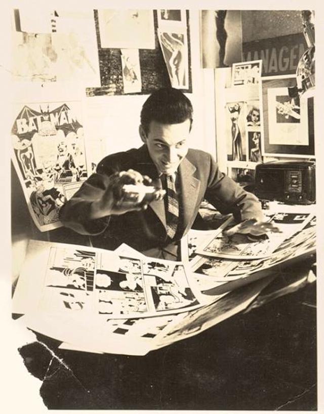 Un joven Jerry Robinson en el estudio de Bob Kane