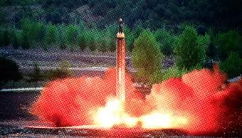 El despegue de un misil balistico intercontinental