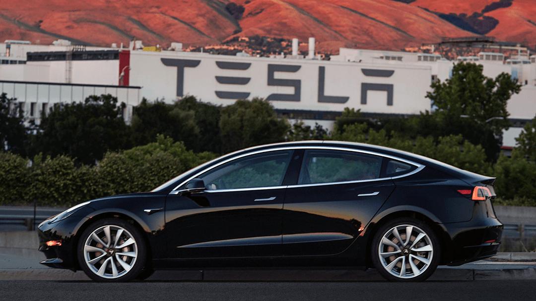 Tesla ofrece un millón de dólares a quien pueda hackear su automóvil