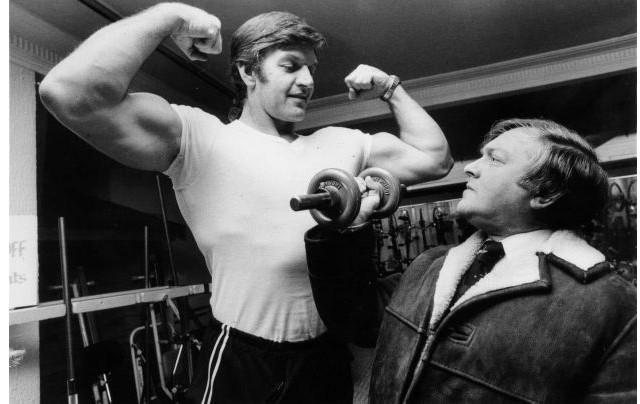 David Prowse luciendo físico en los 70.