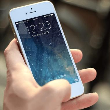 Presionar el botón de tu iPhone comparte tu ubicación con la policía