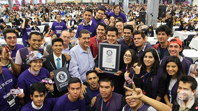 Menores mexicanos imponen récord con clase de robótica