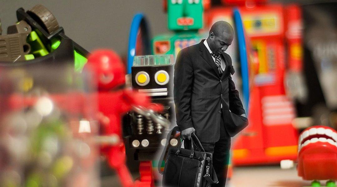Un abogado triste, alrededor de robots