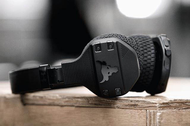 The Rock lanza sus audífonos para hacer ejercicio