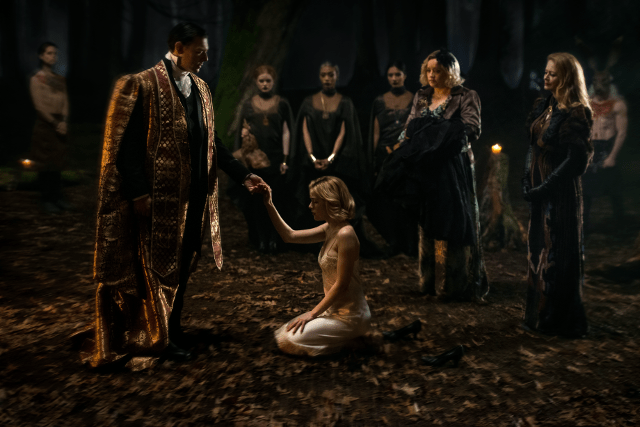 Sabrina en su bautizo oscuro.