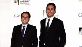 los co fundadores de Instagram en unos premios