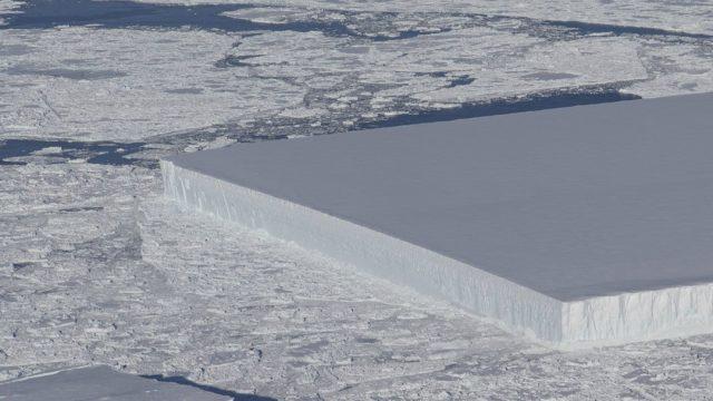 Misterio que esconde el iceberg rectangular que captó NASA