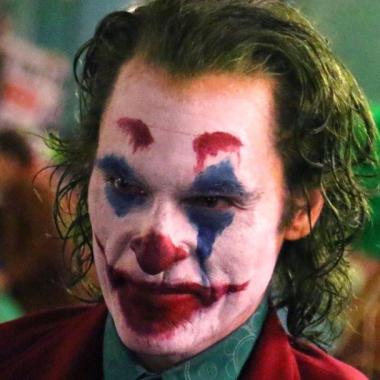 Joaquin Phoenix como Joker en una escena