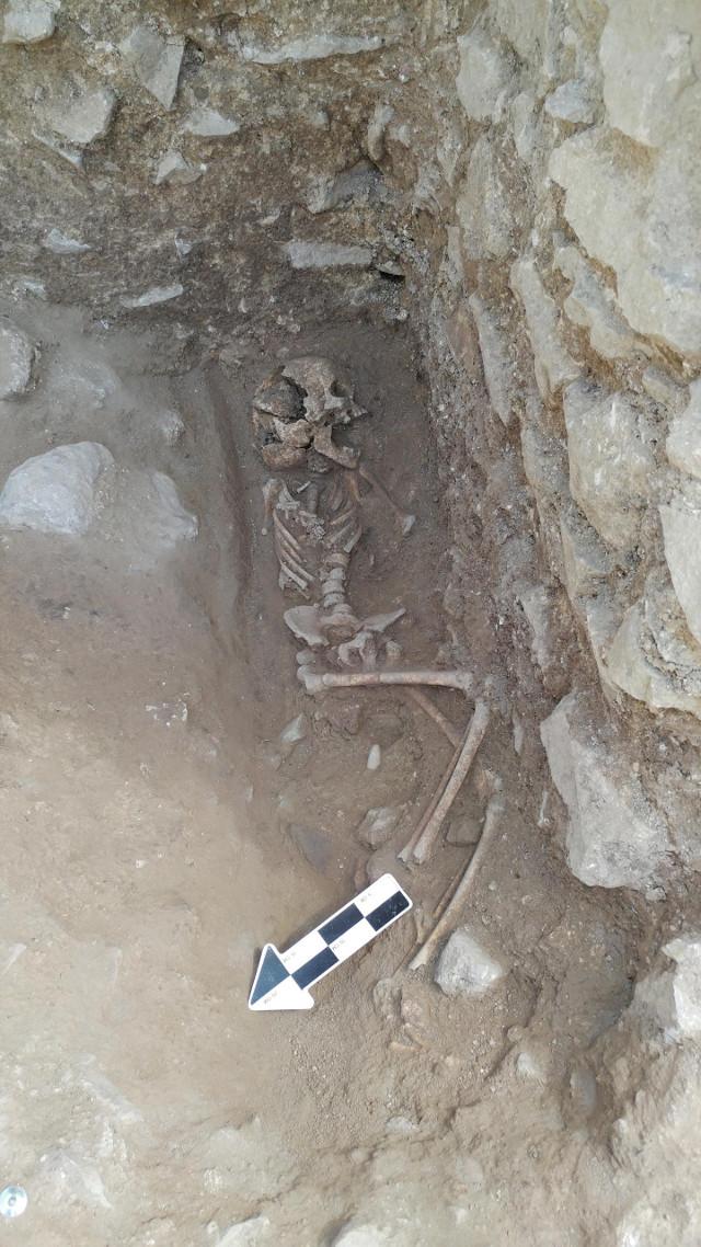 Esqueleto encontrado en la Necropoli dei Bambini