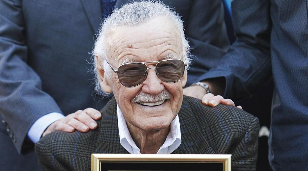 Llevan flores a Stan Lee al Paseo de la Fama en Hollywood
