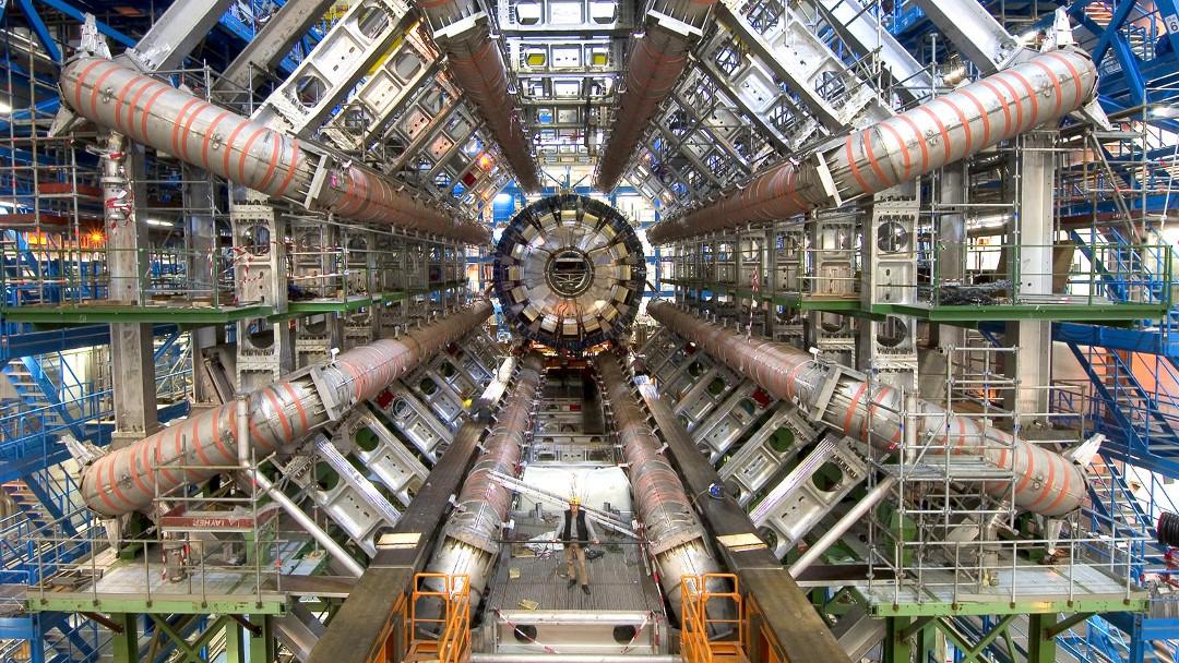 Una foto del gran Colisionador de Hadrones