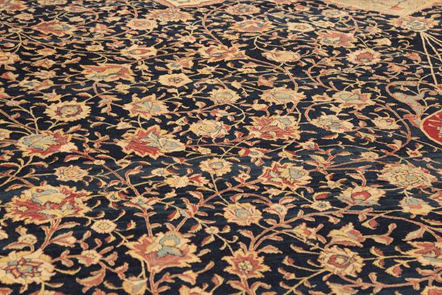 """Detalle de alfombra. Parte de la exposición """"Lo Terrenal y lo Divino"""" / Colegio de San Ildefonso (Edgar Olivares)"""