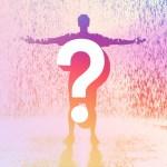 Un hombre enmedio de la lluvia con signo de interrogación