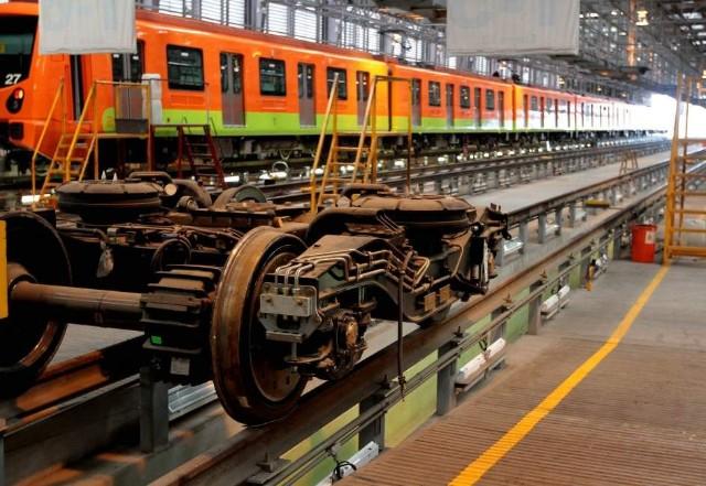 Metro naranja de la ciudad de mexico ruedas de metal