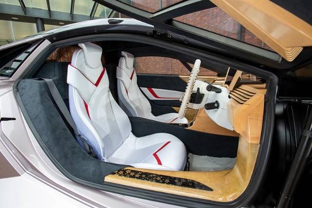 auto ecológico completamente hecho de madera