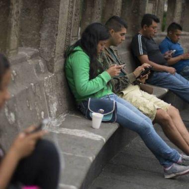 Mexicanos prefirieron celulares gama media en 2019
