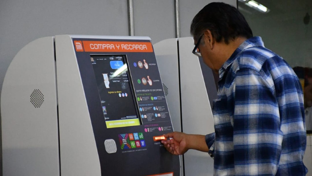 Máquinas recarga tarjeta metro