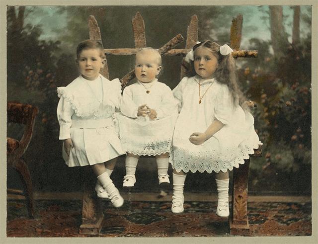 La última de´cada el siglo XIX y principios del XX era común el uso de ropones blancos para