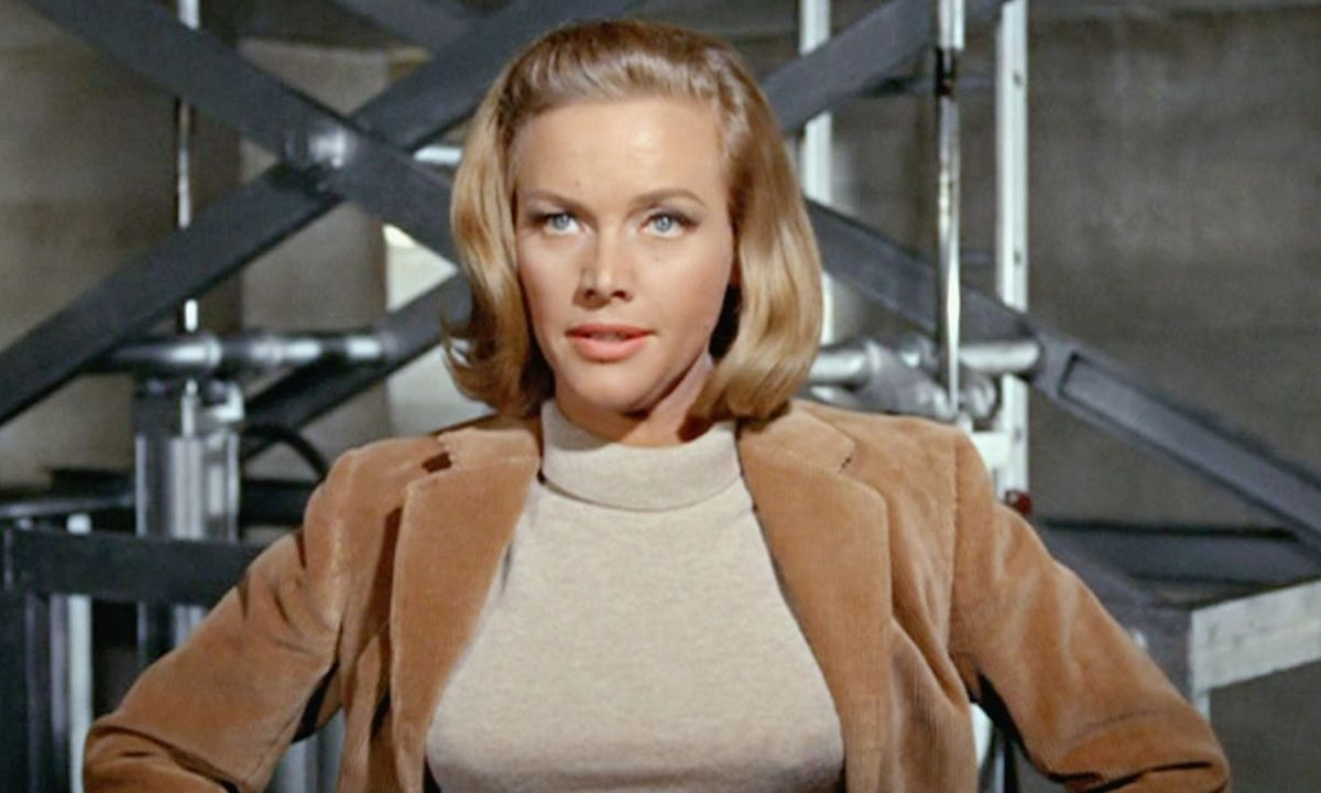 Honor-Blackman-Pussy-Galor-James-Bond-Goldfinger