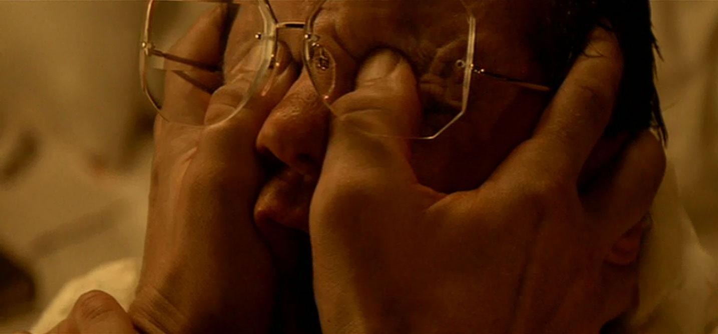 Fotograma de Blade Runner con Roy Batty, una inteligencia artificial sacando los ojos de su padre