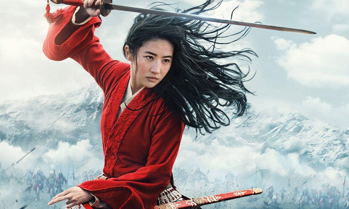 El remake de Mulan es una versión sosa y gris que divierte poco y que aburre mucho. No vale la pena pagar por verla