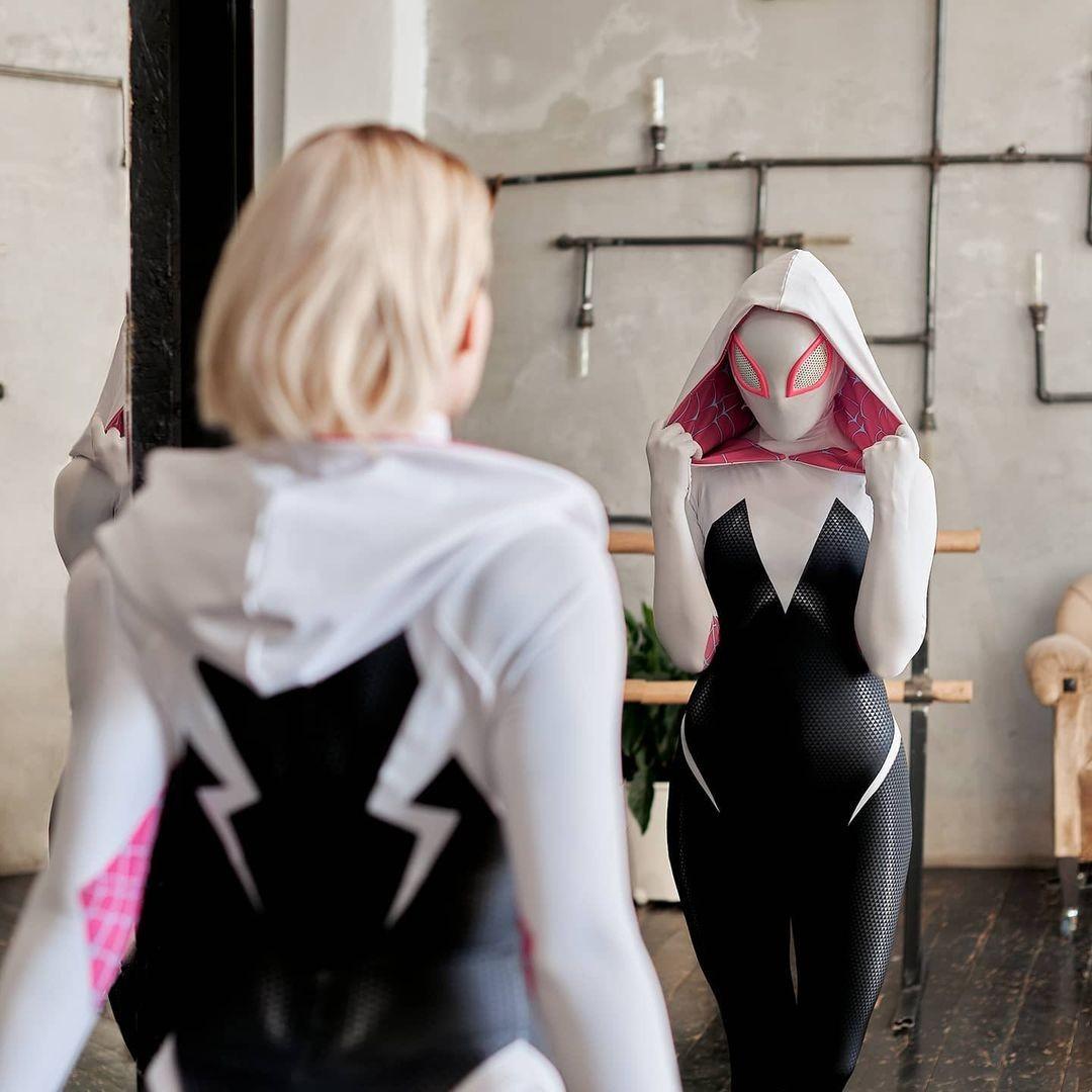 Marvel: Chica le da vida a Spider-Gwen con un extraordinario cosplay