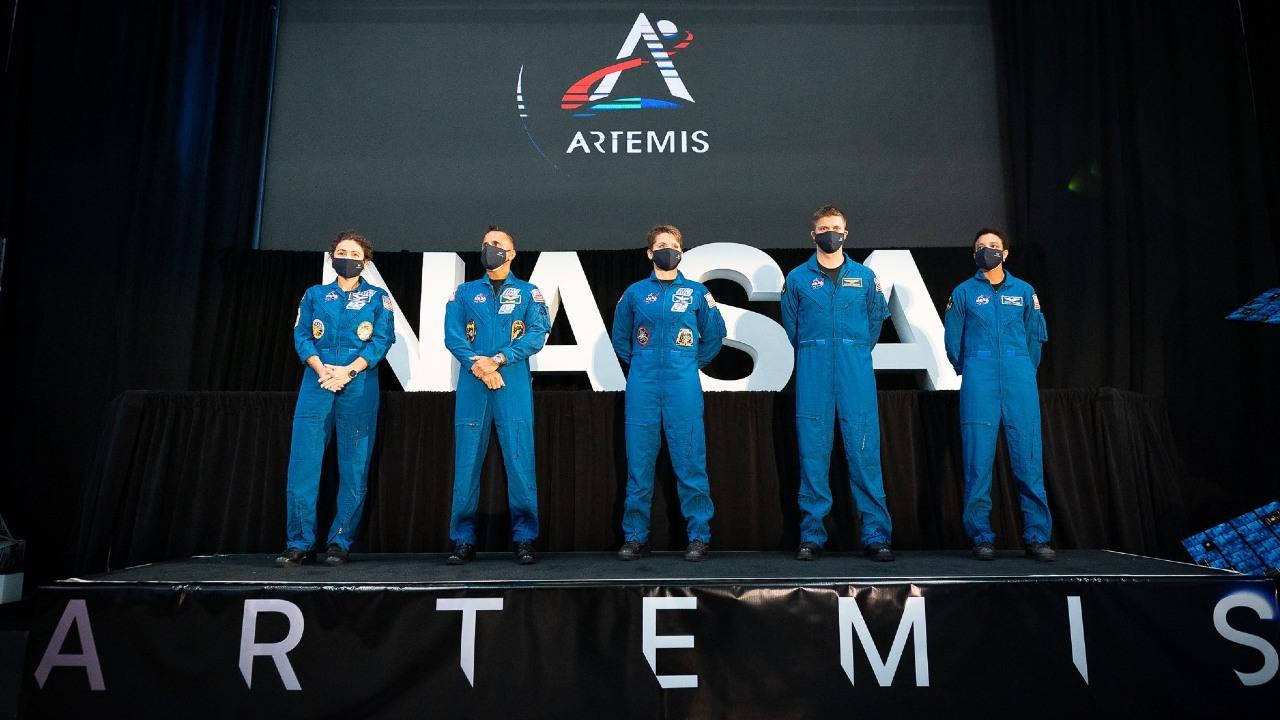 NASA presenta a los astronautas de la misión Artemis
