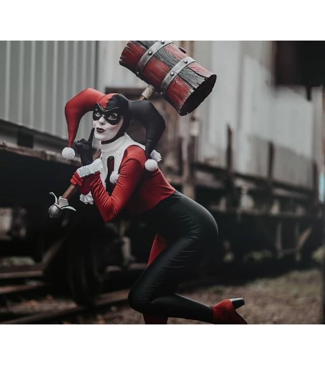 Cosplay de Harley Quinn trae a la vida a su versión clásica de manera impresionante