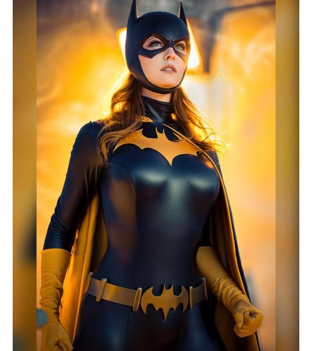 DC Comics: Cosplayer le da vida a la intrépida Batgirl