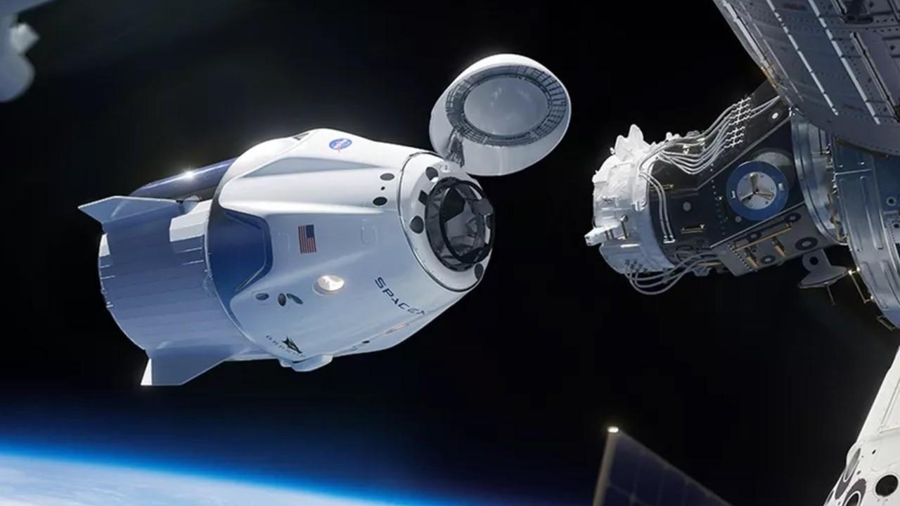 La cápsula Dragon regresa a la Tierra cargada de botellas de vino y vides para investigación agrícola