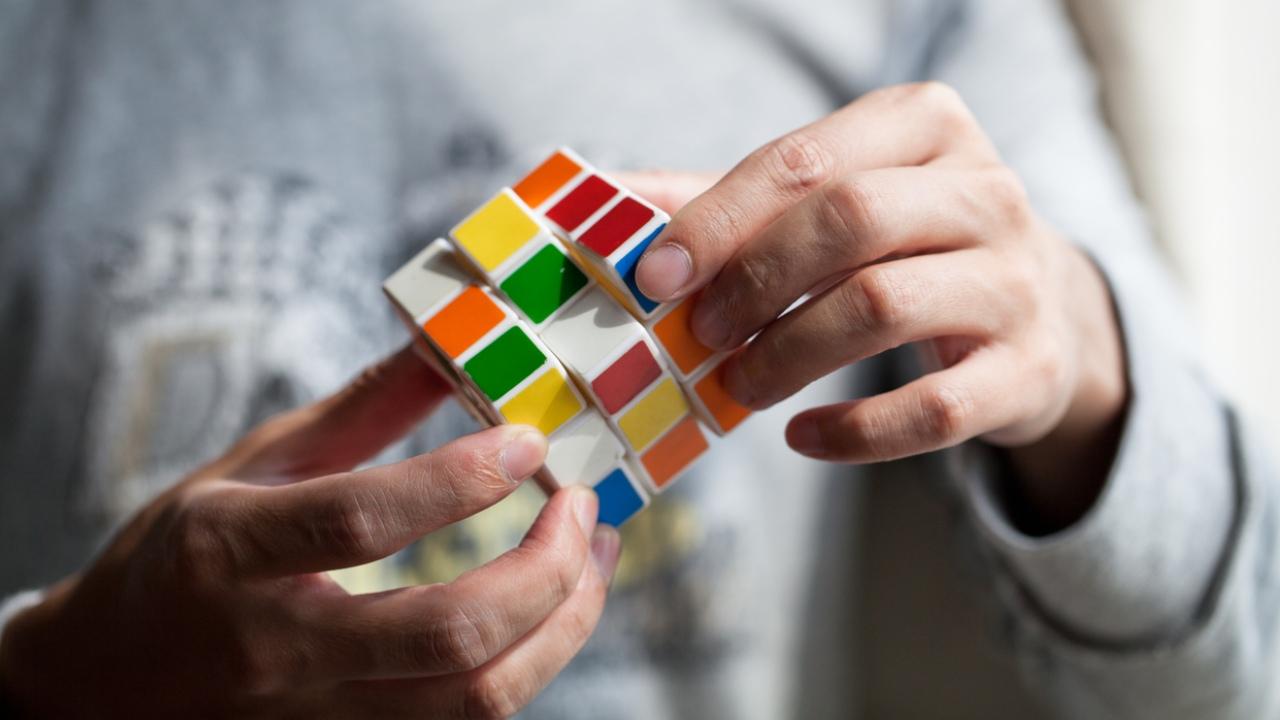 Cubo de Rubik con Bluetooth promete resolverlo fácilmente