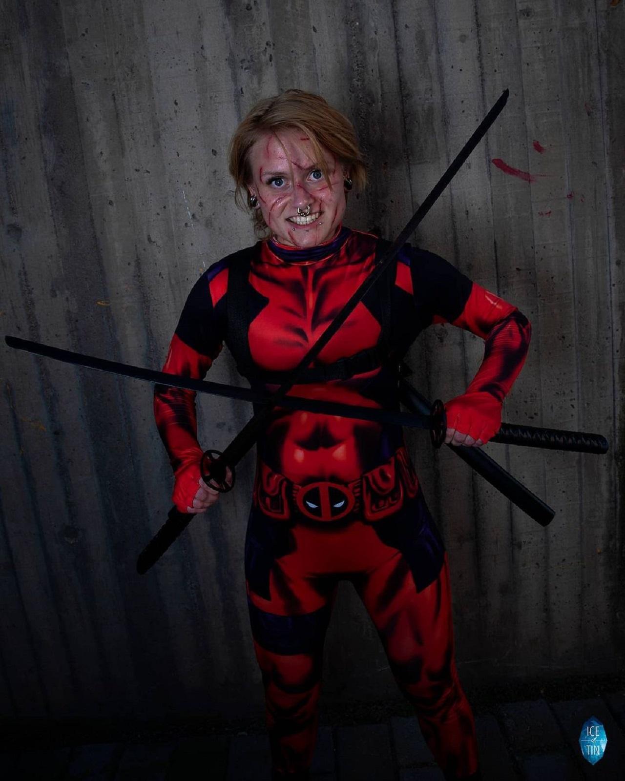 Cosplay femenino de Deadpool
