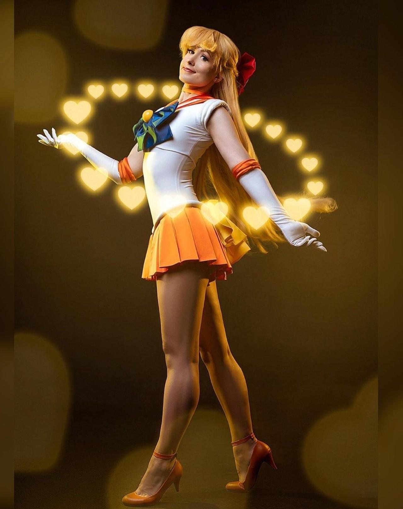 Sailor Moon: Chica le da vida Sailor Venus con un cosplay fabuloso