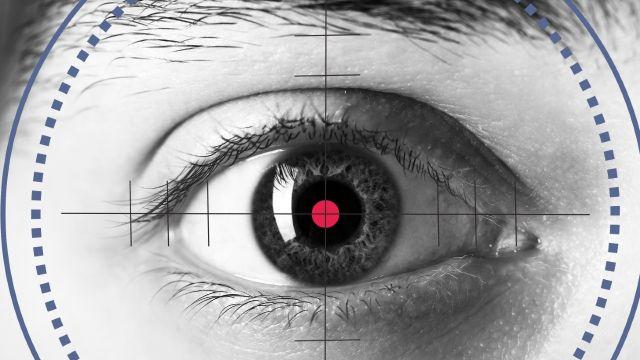 Investigadores desarrollan un ojo biónico que aseguran ve mucho mejor que el humano
